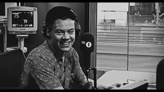 Harry styles being cute af for 2 minutes straight