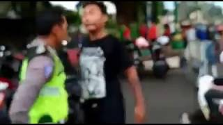 Kesabaran polisi jepara menghadapi orang mabuk di cfd