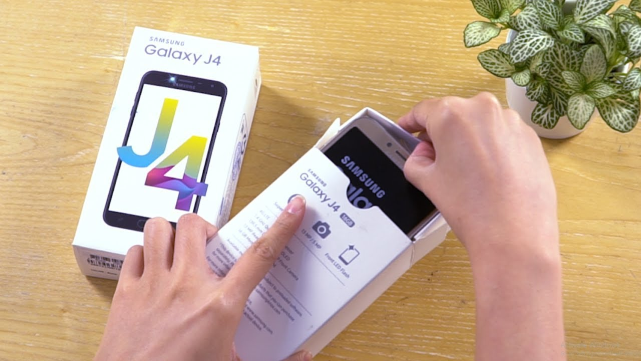 Mở hộp Samsung Galaxy J4 – giá hơn 3 triệu, pin rời, có màu mắm tôm