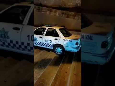 Policía ebrio maneja por escaleras en Oaxaca