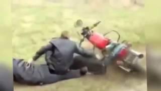 Приколы на машине 2016|Видео приколы про машины|Приколы на мотоциклах(Смешная подборка видео в которых вытворяют пируэты на транспорте, смешные ситуации на транспорте и на доро..., 2016-09-06T06:55:45.000Z)