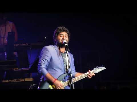 Arijit Singh singing Kabhi Jo Badal Barse Live (Jackpot)