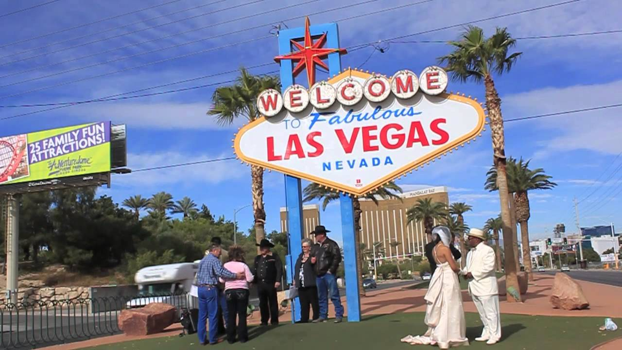 12 12 12 weddings at the welcome to fabulous las vegas sign youtube. Black Bedroom Furniture Sets. Home Design Ideas