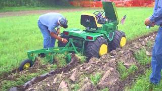 Repeat youtube video Custom John Deere Garden Tractor at Little G 2010