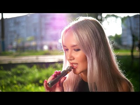 Blonde girl Natalia is vaping on the streetKaynak: YouTube · Süre: 2 dakika53 saniye
