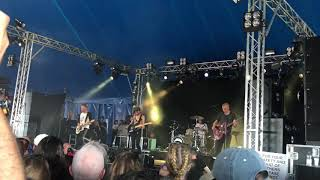 Wolf Alice Beautifully Unconventional live at Reading 2017