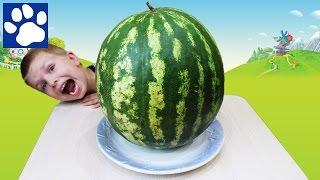 Разрезаем гигантский арбуз | Giant Watermelon | Как правильно разрезать арбуз