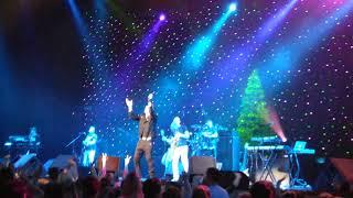 Виктор Королев - Букет из белых роз на концерте Рождественский Шансон-13 07.01.2018