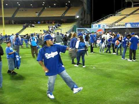JOSE BEING MANNY PLAYING CATCH IN LEFT FIELD! LOL