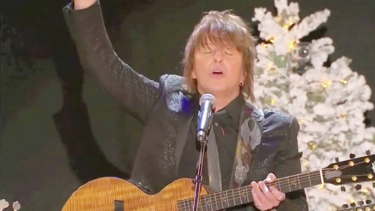 Richie — Lean on Me (Live at The 82nd Annual Hollywood Christmas Parade)