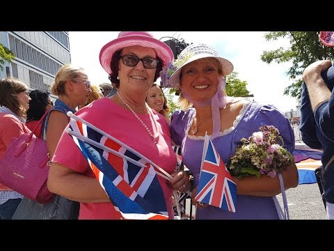 """Hamburg im Royal-Fieber: Fans singen """"God Save the Queen"""" vor der Elphi"""