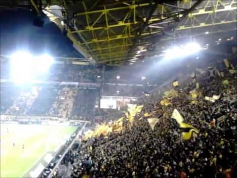Borussia Dortmund Fans, Süd Tribune . 25 000 Fans Amazing.
