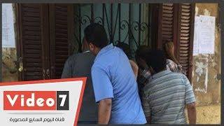 توافد المواطنين على مكتب تموين الدقى لإضافة المواليد الجديدة للبطاقات