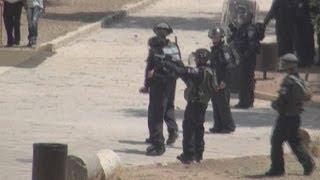 Israelis and Palestinians clash on Jerusalem holy ground
