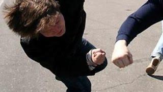 Как правильно наносить удар в челюсть(Подробный разбор выполнения прямого и бокового удара в челюсть от мастера кунг-фу и рукопашного боя Закато..., 2016-03-13T10:57:13.000Z)