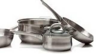 Ollas y cacerolas brillantes sin usar productos químicos. Clean pots, pans non toxic Ecodaisy.