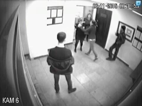 №3 В Тольятти 21 летняя девушка напала на полицейских и разгромила дежурную часть.
