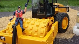 Bruder toys news in action - Tractor, Bulldozer and 02450 - Cat Caterpillar Vibratory Soil Compactor