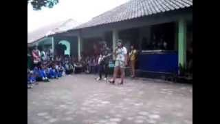 Repeat youtube video suCKer Terlalu Manis Live at Ultah SMP N 4 Mojosongo ke 28