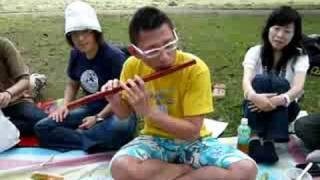 笛吹きの宇宙人アーニーさん♪ 笛の音で、アリんこを呼びます(笑) まだま...