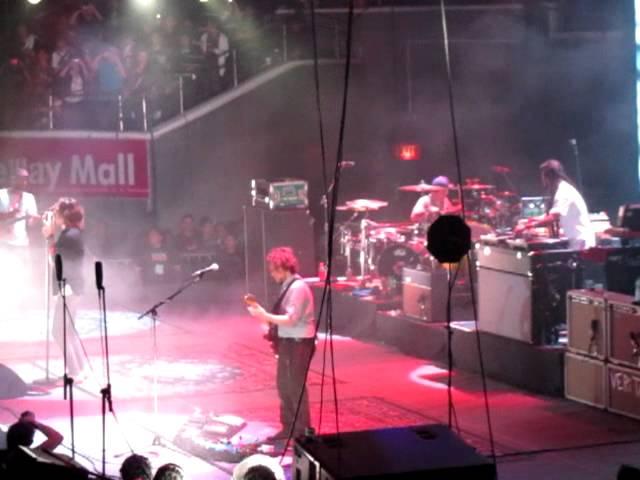 Incubus Live in Manila 2011 - Megalomaniac