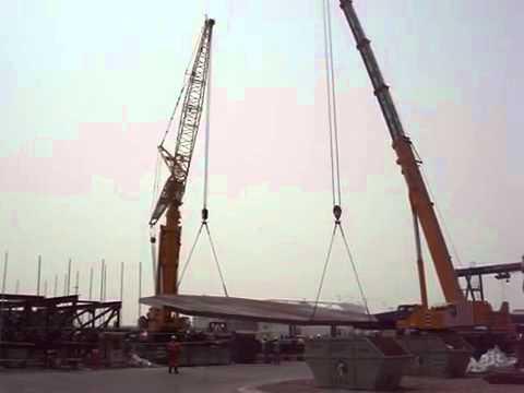 AL FARIS CRANES-U.A.E.-500ton Luffing Jib Crane Lifting Helideck.