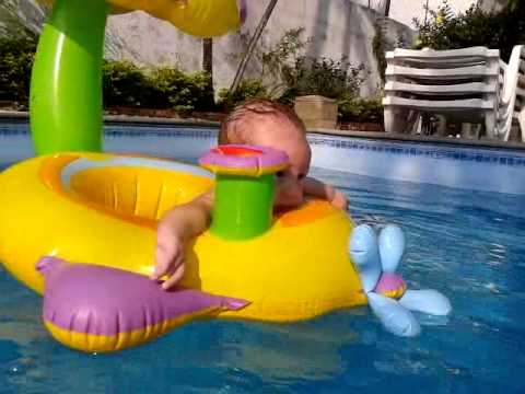 dante 4 meses beb nadando na piscina youtube