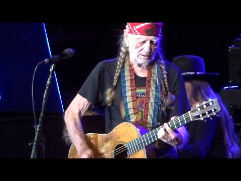 Willie Nelson - FULL 60 Minute Concert - Dubuque, Iowa - April 13, 2018