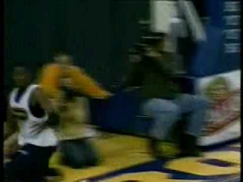 Wesley Matthews wins the 2008 Marquette Madness Dunk Contest