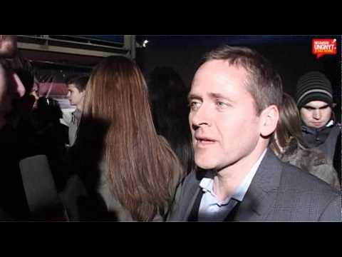 Anders Samuelsen interviewet på den røde løber til X-Factor 2011