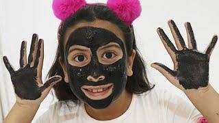 Maria Clara e JP com o rosto e as mãos pretas! My face and my hands are black - ,وجهي ويدي سوداء