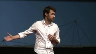 A poesia não se serve em pratos de balança | Pedro Lamares | TEDxOPorto