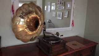 "Gramophone playing ""When Summer is Gone"""