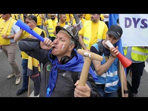 شاهد: مسيرة عمّالية في وارسو احتجاجاً على -انتهاك حقوق الموظفين-…  - 22:54-2021 / 6 / 9