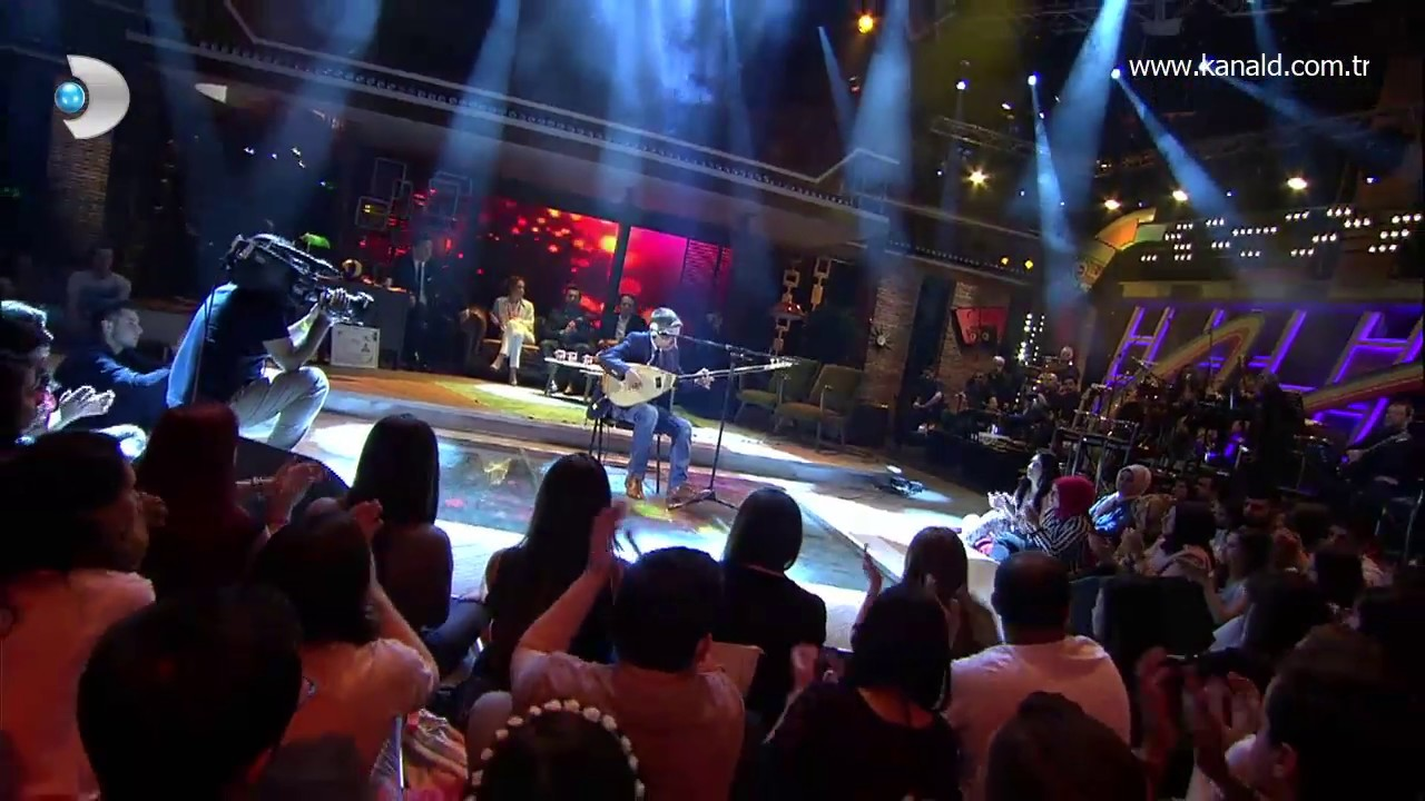 Ali Şahin - Cahildim Dünyanın Rengine Kandım (Beyaz Show canlı performans)
