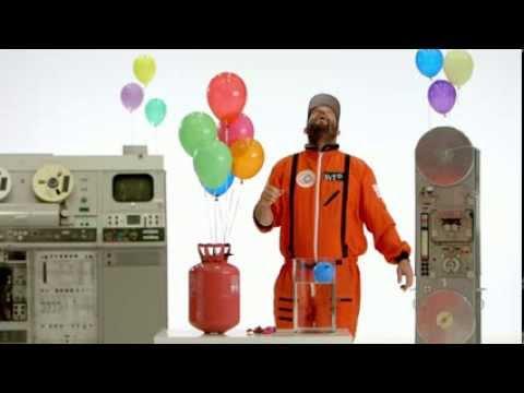 Varför stiger heliumballonger?