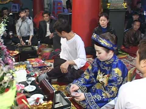 Thanh đồng Phạm Thị Bích Liên loan gia phụng hành  Hầu thánh tại Co Chi Miu