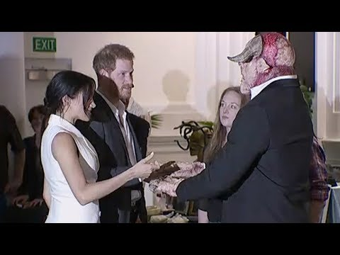Prince Harry, Meghan Markle meet orcs in Wellington, New Zealand | Newshub Mp3