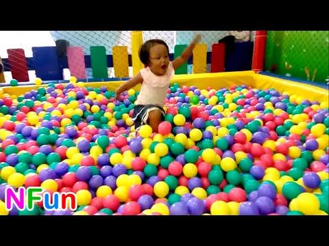 Naik Odong Odong Lucu & Mandi Bola Anak Banyak Sekali - Play Mini Merry A Lot Of Ball Pit Show