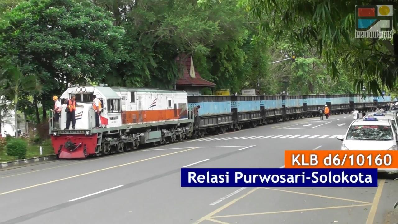 Langka Tapi Nyata Kereta Api Indonesia Di Jalan Raya Solo Youtube