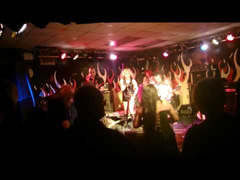 Vice Squad - Out Of Reach (Grimsby Yardbirds - 24th May 2013)