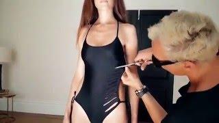 Česká modelka si nechala udělat plavky od světoznámého umělce thumbnail