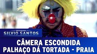Câmera Escondida (23/10/16) - Palhaço Dá Tortada IV (Clown Attack Prank - Beach)