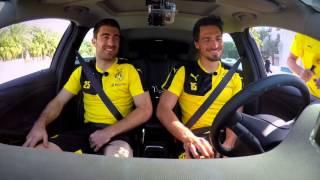 Mats Hummels und Papa Sokratis in der Opel Astra Challenge