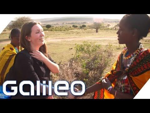 Schultausch extrem: Vom High-Tech Gymnasium in die Massai-Mädchenschule   Galileo   ProSieben