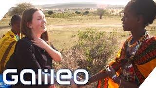 Schultausch extrem: Vom High-Tech Gymnasium in die Massai-Mädchenschule | Galileo | ProSieben
