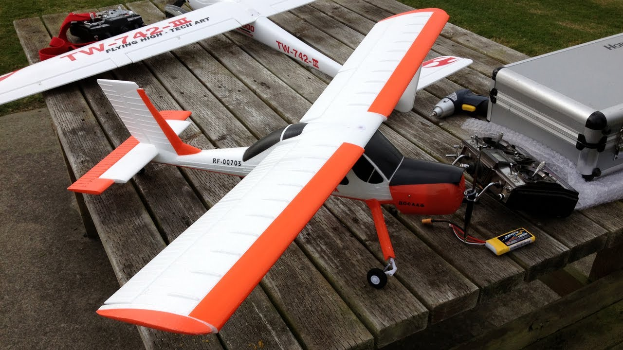 Hobby King Wilga 2000 RC Plane - A Polish Tow Plane Playing in the Wind