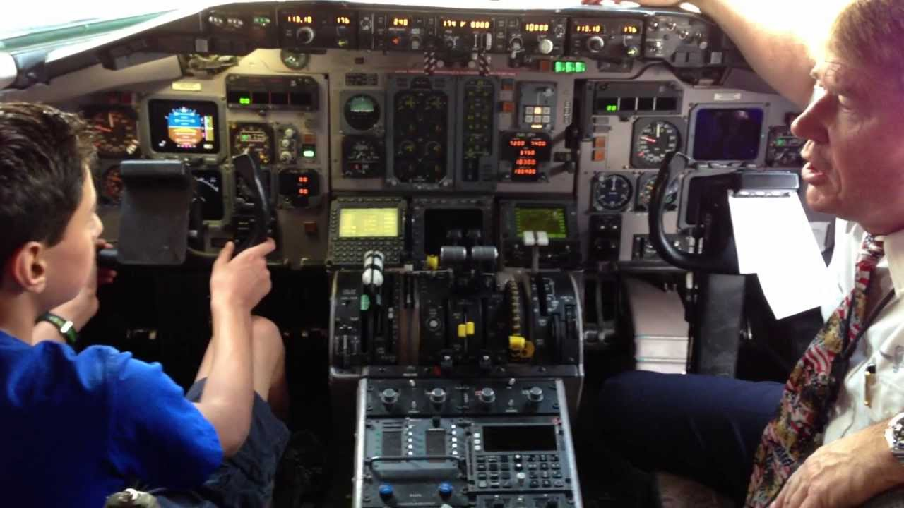Me On The Flight Deck Of An American Airlines Md 83 Youtube