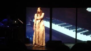 Вера Полозкова читает стихи в Иркутске