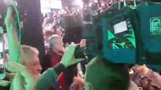 """Зеленский пришел в штаб под музыку из """"Слуги народа"""""""